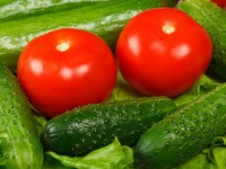 Собирать пазл Огурцы и помидоры онлайн