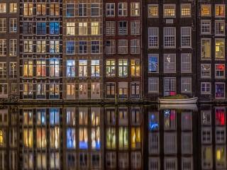 Собирать пазл Окна Амстердама онлайн