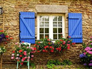 Собирать пазл Окно в сад онлайн