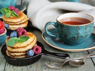 Собирать пазл Оладьи и чай онлайн