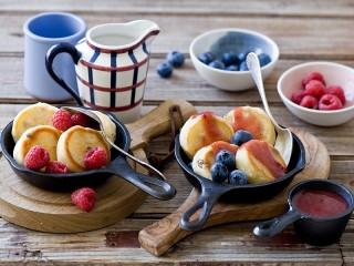 Собирать пазл Оладьи с ягодами онлайн