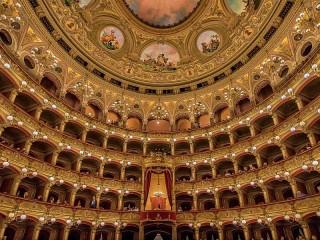 Собирать пазл Оперный театр онлайн