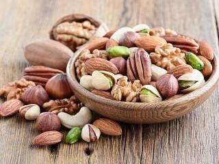 Собирать пазл Орехи в миске онлайн
