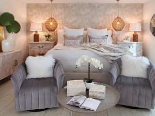 Собирать пазл Орхидеи в спальне онлайн