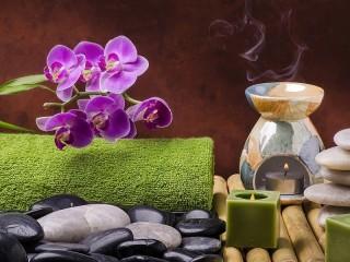Собирать пазл Орхидея и свечи онлайн