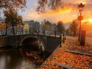Собирать пазл Осенний Амстердам онлайн