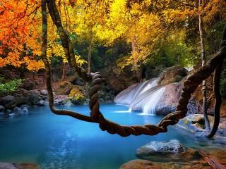 Собирать пазл Осенний водопад онлайн
