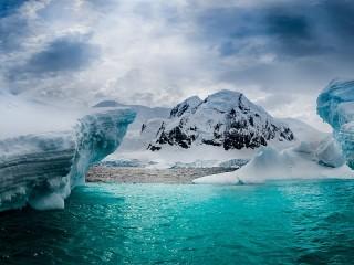 Собирать пазл Остров в Антарктике онлайн