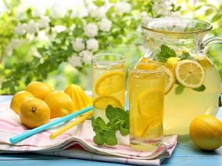 Собирать пазл Освежающий лимонад онлайн