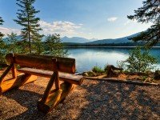 Собирать пазл Отдых у озера онлайн