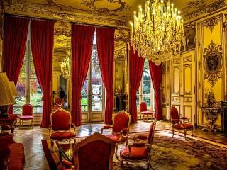 Собирать пазл Отель де Матиньон онлайн