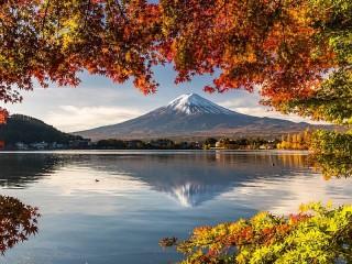 Собирать пазл Отражение Фудзи онлайн