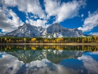 Собирать пазл Отражение гор в воде онлайн