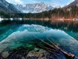 Собирать пазл Озеро Маккей. Канада онлайн
