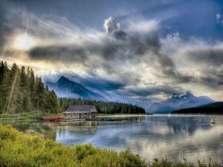 Собирать пазл Озеро Малайн онлайн