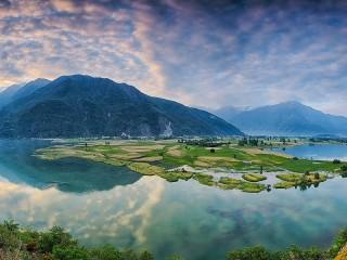 Собирать пазл Озеро Меззола онлайн