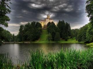 Собирать пазл Замок Тракошчан онлайн