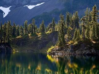 Собирать пазл Озеро в горах онлайн