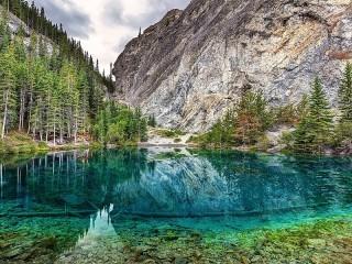 Собирать пазл Озеро в Канаде онлайн