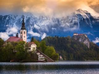 Собирать пазл Озеро в Словении онлайн
