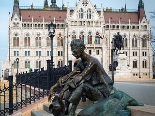 Собирать пазл Памятник и парламент онлайн