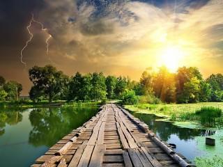 Собирать пазл Пейзаж с молнией онлайн