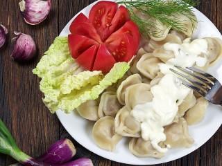 Собирать пазл Пельмени и овощи онлайн