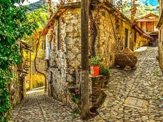 Собирать пазл Переулки Кипра онлайн