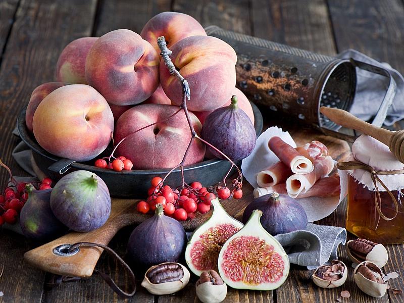 Пазл Собирать пазлы онлайн - Персики и инжир