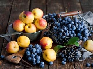 Собирать пазл Нектарины и виноград онлайн