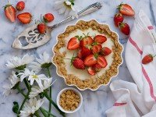 Собирать пазл Пирог с клубникой онлайн