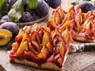 Собирать пазл Пирог со сливой онлайн