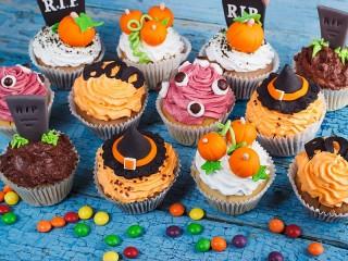 Собирать пазл Пирожные на Хэллоуин онлайн