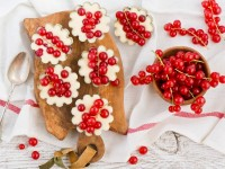 Собирать пазл Пирожные с ягодами онлайн