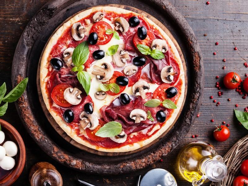 Пазл Собирать пазлы онлайн - Пицца с базиликом