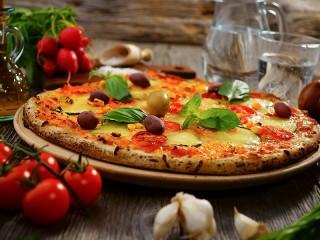 Собирать пазл Пицца с оливками онлайн