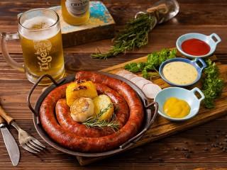 Собирать пазл Пиво и колбаса онлайн