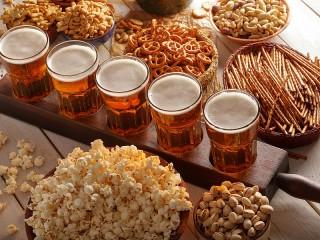 Собирать пазл Пиво и закуска онлайн