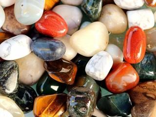 Собирать пазл Поделочные камни онлайн