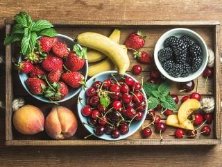 Собирать пазл Поднос с фруктами онлайн