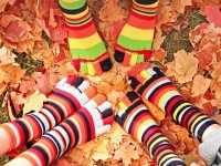 Собирать пазл Полосатые носки онлайн