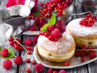 Собирать пазл Пончики с ягодами онлайн