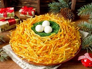 Собирать пазл Праздничный салат онлайн
