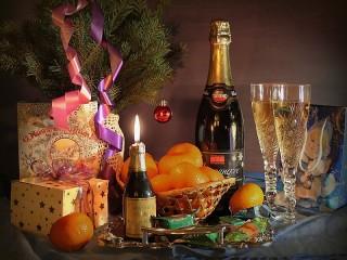 Собирать пазл Праздничный стол онлайн