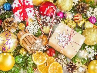 Собирать пазл Праздничное ассорти онлайн
