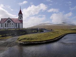 Собирать пазл Прибрежная церковь онлайн