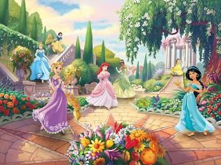 Собирать пазл Принцессы в саду онлайн