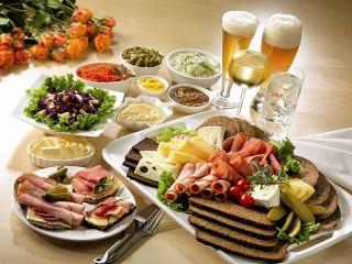 Собирать пазл Приятного аппетита онлайн