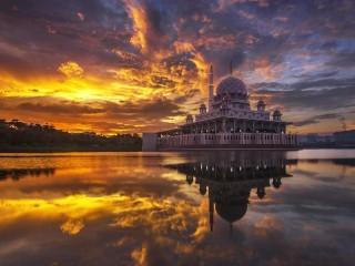 Собирать пазл Путраджайская мечеть онлайн
