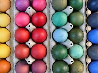 Собирать пазл Радужные крашенки онлайн